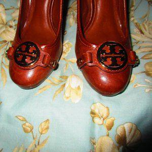 Tory Burch Shoes - TORY BURCH BLOCK HEEL LEATHER PUMP GOLD LOGO 5.5
